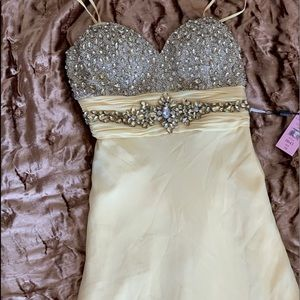 Yellow strapless gown. This dress is stunning!